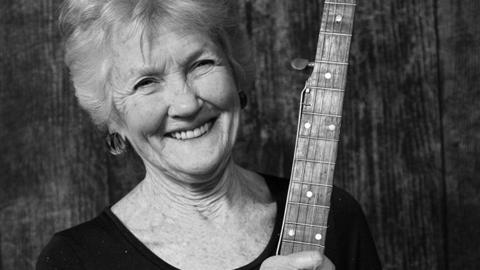 Peggy banjo smiling greyscale 750